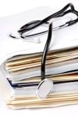 8640807-stetoscopio-sulla-pila-di-carta
